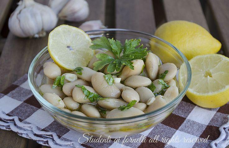 I fagioli bianchi di Spagna sono ottimi per un contorno semplice e veloce, saporiti e freschi. Una ricetta di facile esecuzione, per una cena veloce.