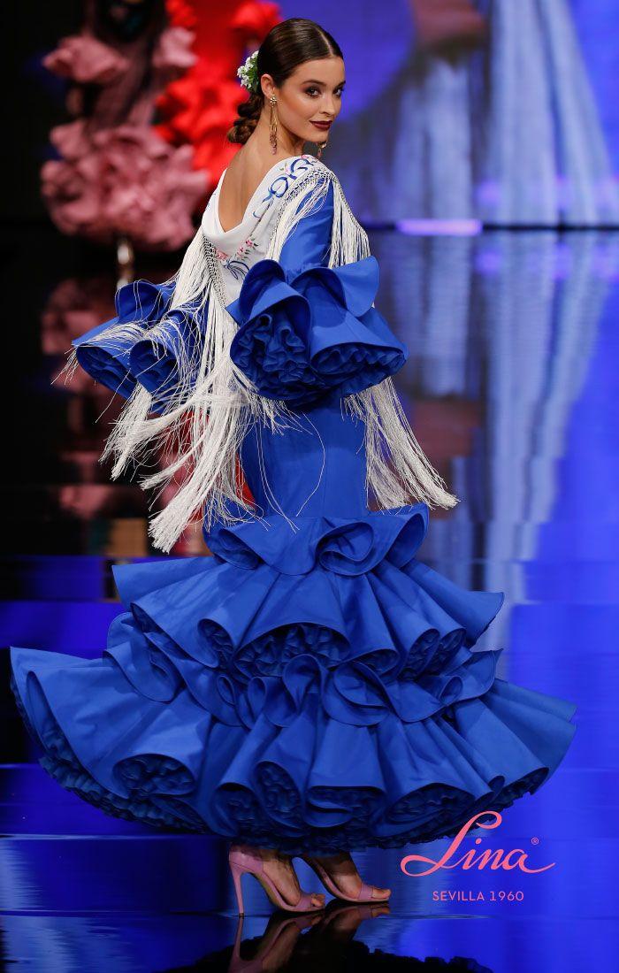 02bf54a85 Traje de flamenca de popelín azulina con volantes de capa rematados ...