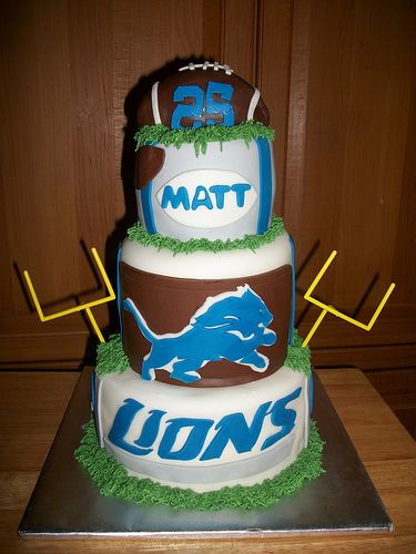 I am pinning this lions cake to my wedding board because I am totally in love with it and I think it would be a perfect wedding cake for me. Lol