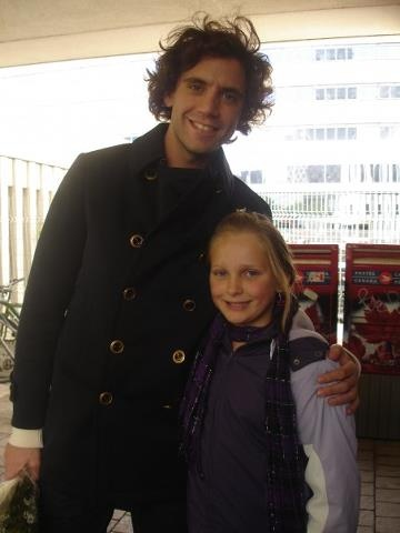 Mika with a young fan! So cute!