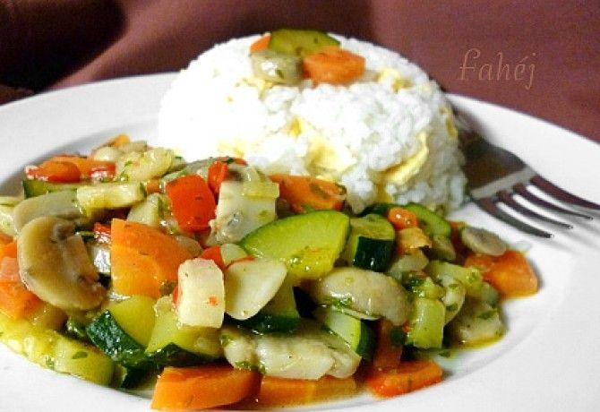 Színes zöldségragu recept képpel. Hozzávalók és az elkészítés részletes leírása. A színes zöldségragu elkészítési ideje: 35 perc