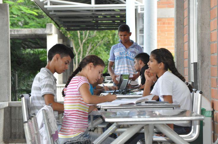 Los estudiantes son nuestra razón de ser, con ellos construimos nuevos conocimientos, compartimos historias de vida...