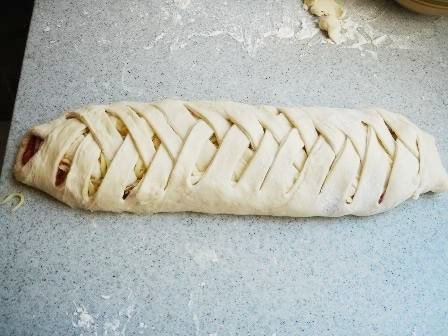 Ok I have no idea about the fillings and dough recipe here, but I used this plait method today and ended up w the prettiest Calzone I've ever made. Way better than fold over