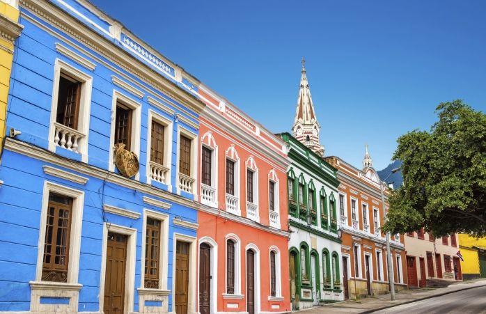 Les maisons colorées du quartier de La Candelaria s'alignent dans les rues de Bogota.