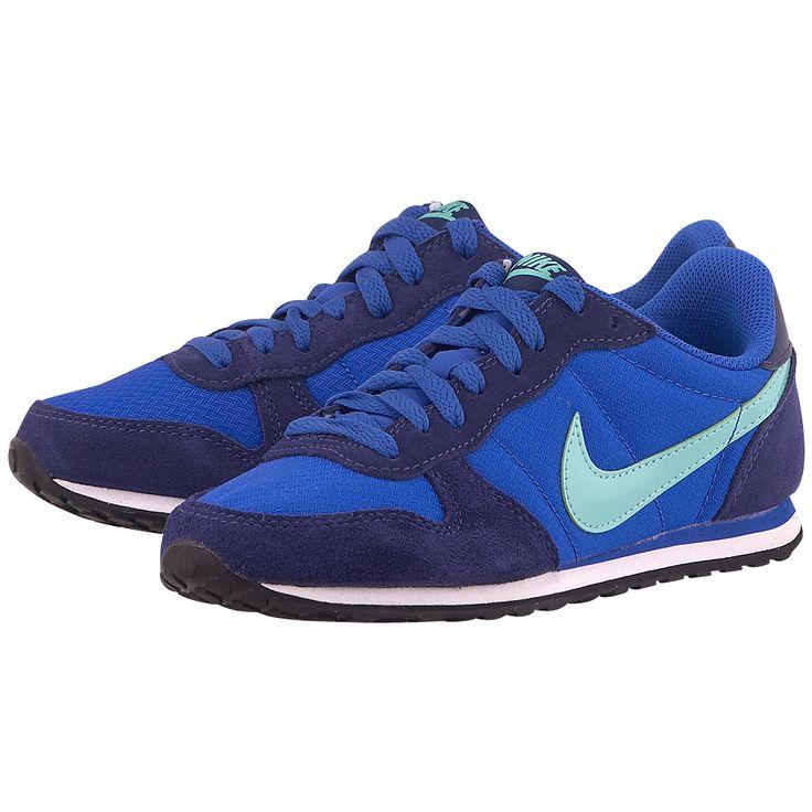 Κατευθείαν από τα 80's αλλά …με την μπογιά τους να περνά ακόμα, γυναικεία αθλητικά παπούτσια για τρέξιμο της Nike, σε μπλε ρουά χρώμα, από mesh με δερμάτινες λεπτομέρειες και εσωτερική επένδυση mesh για καλύτερη αναπνοή. Η ενδιάμεση σόλα EVA διπλής στρώσεως χαρίζει μεγαλύτερη άνεση και στήριξη, ενώ η κυψελοειδής εξωτερική σόλα προσφέρει εξαιρετική πρόσφυση και αντοχή