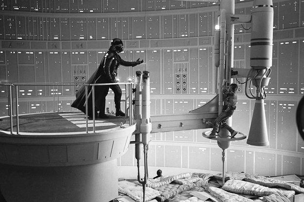 "Secrets behind (or, under?) ""The Empire Strikes Back"": Darth Vader, Vanities Fair, Movies Scenes, Stars War, Beds Bugs, Rare Photo, Safety First, Starwars, Empire Strike"
