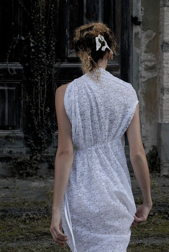 HAND MADE IN FLORENCE : Wedding dress, guest dress and more wedding accessories in romantic but unusual vision . Abiti da sposa e invitate originali con moltissimi accessori fiabeschi fatti a mano a Firenze.
