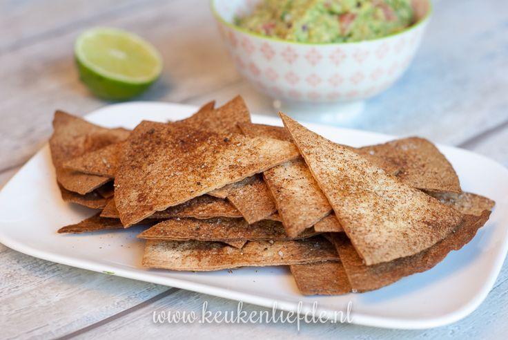 Een lekkere Mexicaanse snack is zo op tafel gezet. Favoriet in huize Verweij zijn deze zelfgemaakte spicy tortillachips. In een handomdraai gemaakt van