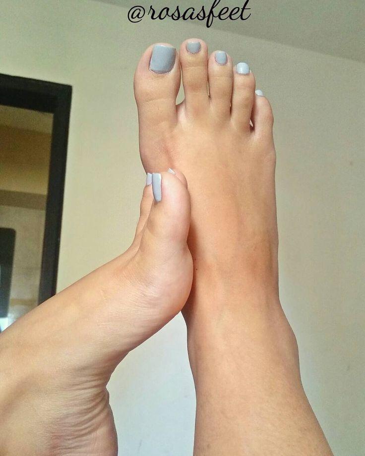 Lamer, besar, tocar y oler 😏 como los 4 mandamientos, pero de los pies. #feet #foot #footworship #feetfetish #footfetish #fetish #toes #toe #toering #toesucking #footfetishgroup #footfetishnation #footslave #feetfetishes #feetporn #feetfetishworld #lovefeet #polish #nice #fetish #piesdescalsos #dedos #pie #plantasdepie #solinhas #barefeet #podo #footmodel #soles #pés #pezinhosdedinhos
