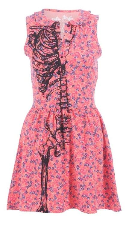 This half-skeleton dress would make for a good anatomy quiz, wouldn't it?