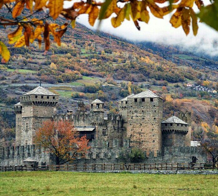 Castello Fenis, Aosta, Valle d'Aosta