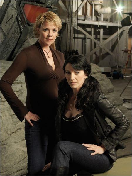 Stargate - SG-1 : Bild 93 von 141 mit Amanda Tapping und Claudia Black - FILMSTARTS.de