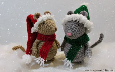 gehaakte muizen met kerst hoeden op