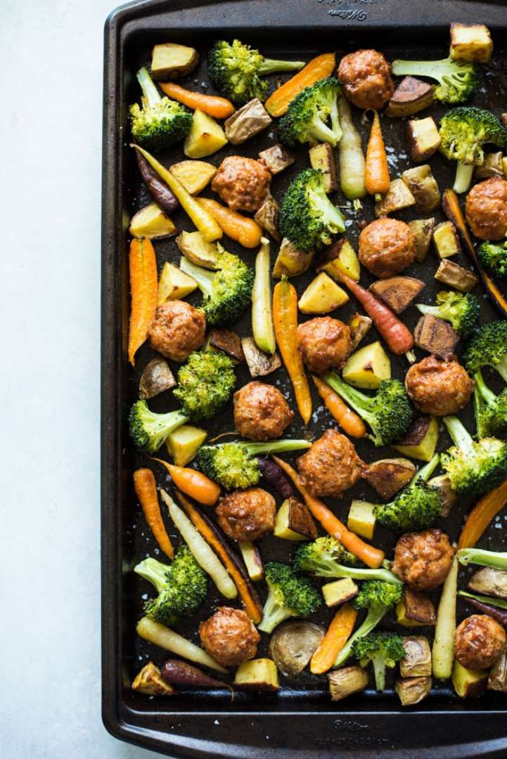 Kill two birds with one stone by making this chicken meatball and roasted veggie dinner all in one p... - Healthy Nibbles And Bits