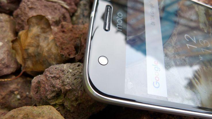 La seguridad biométrica está de moda, y si el sensor de huellas dactilares se ha demostrado más que útil a la hora de autenticarse en el smartphone, tanto para desbloquear como para realizar pagos o entrar de forma directa en sitios web o aplicaciones bancarias, parece que 2017 será el año de los escáneres oculares.