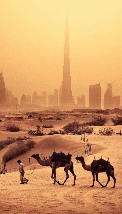Dubai, o passado do deserto, o futuro ao longe na cidade.  mais em: www.travelransomnotes.blogspot.com