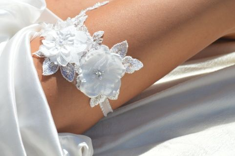 Sequins, pearls & lace ivory garter