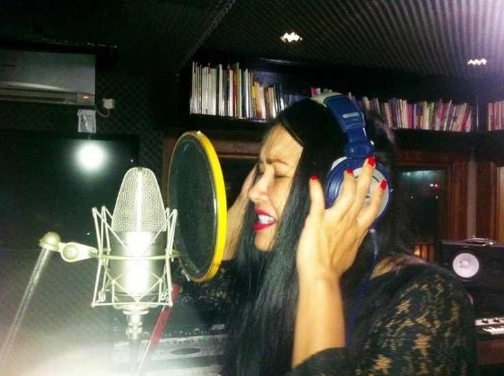 Titi DJ sampai tutup mata berlatih untuk KFC Adu Bintang