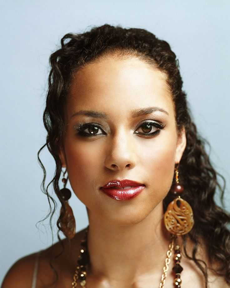 Alicia Keys HER VOICE BLOWS ME AWAY