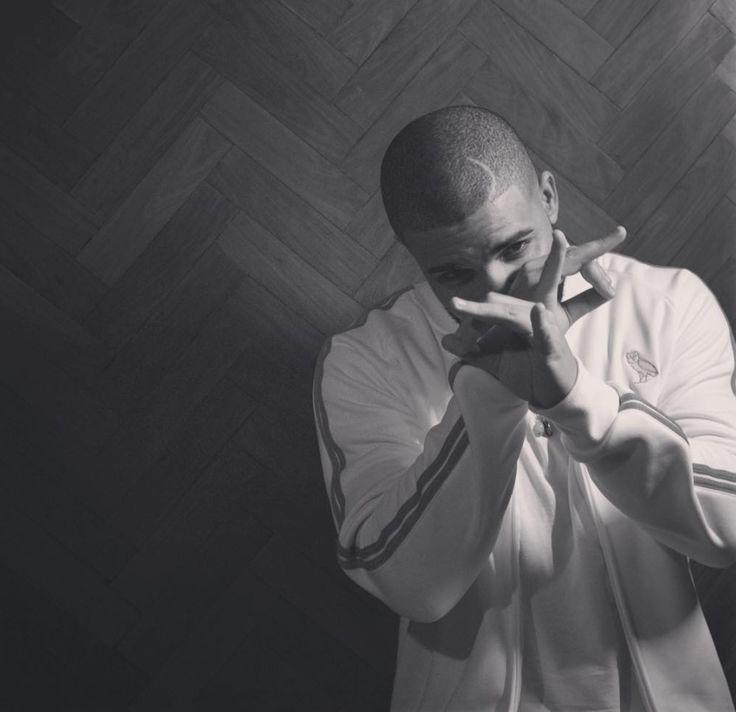 #Drake collabore une nouvelle fois avec la marque Nike en réalisant une nouvelle paire de baskets exclusive.