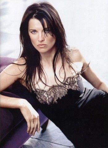 Xena.  Dear word she is hot.  I want this whole series!  Oooooooh la la