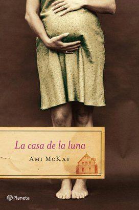 La casa de la luna - Ami McKay. Deliciosa novela, número uno en ventas en Canadá, que encantará a las lectoras de Kate Morton y Sarah Lark. Nueva Escocia, inicios del siglo XX. Dora es la primera mujer en su familia después de varias generaciones de hijos varones