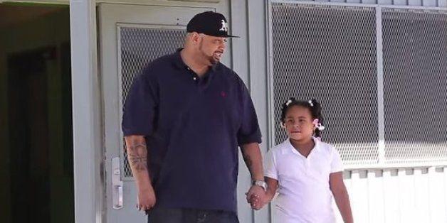 Als seine Tochter in der Schule gehänselt wird, reagiert dieser Vater auf ziemlich ungewöhnliche Weise