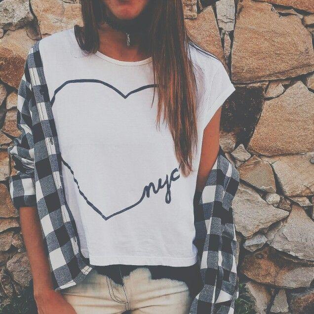Una opción con mucha onda Camisa escocesa & Remera NYC #soydegrecia #look #winter