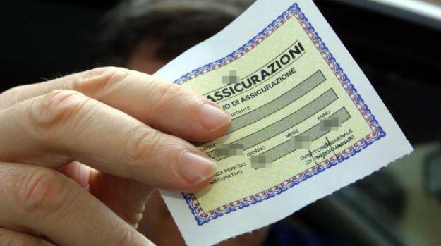 L'assicurazione auto, dal 18 ottobre, conoscerà una novità importante. Cosa cambia per gli automobilisti e come devono comportarsi