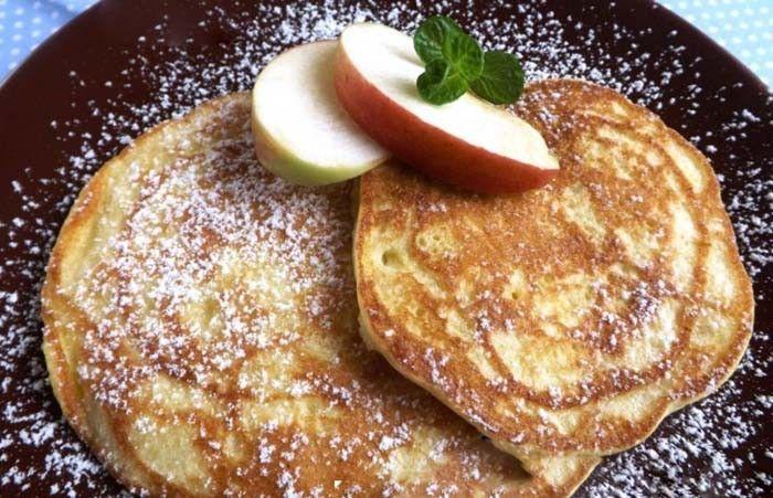 Palačinky jsou klasickou sladkou variantou, ale co tak si připravit sladké pokušení na americký způsob? Jablkové lívance, nadýchané a chutné papaníčko.