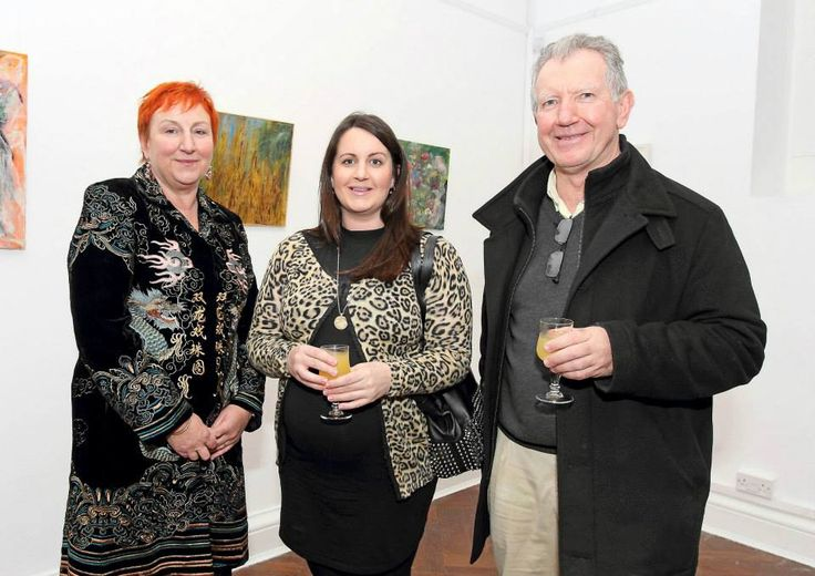 Artist Julie Dowling with husband Declan and daughter Sarah Dowling www.noelbrownephotographer.com