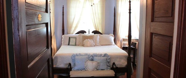 When Feng Shui Bed Placement Rules Conflict Which To Use