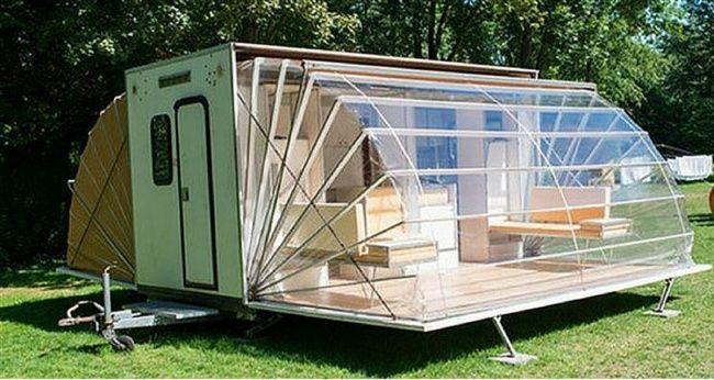 Eneste pequeño furgon seesconde una cómoda casa plegable