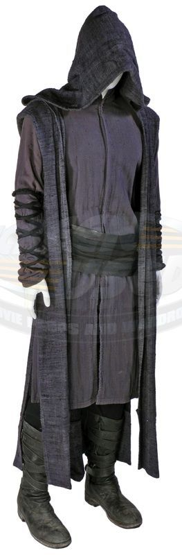 Priest / Priest's Outfit (Paul Bettany) | ScreenUsed.com