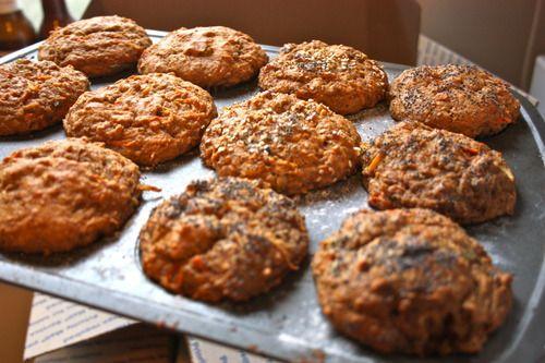 Apple Carrot & Ginger Spelt Muffins /by Veganizzm #vegan #recipe