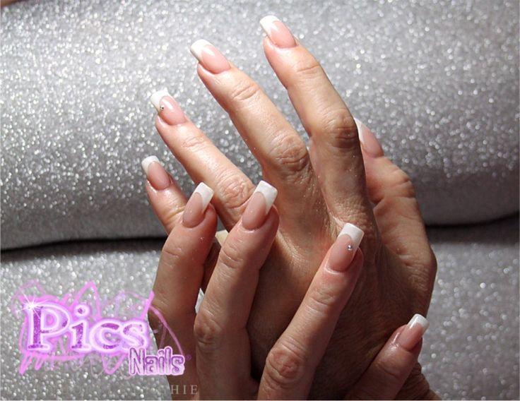 Ricostruzione Unghie French: un lavoro impeccabile, firmato dalla Master Pics Nails Giovanna Mary Fadda!