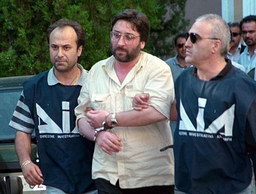 La camorra ha base in Campania, soprattutto nella zona di Napoli. Come Cosa Nostra, Sacra Corona Unita e 'Ndrangheta, è un'organizzazione criminale.