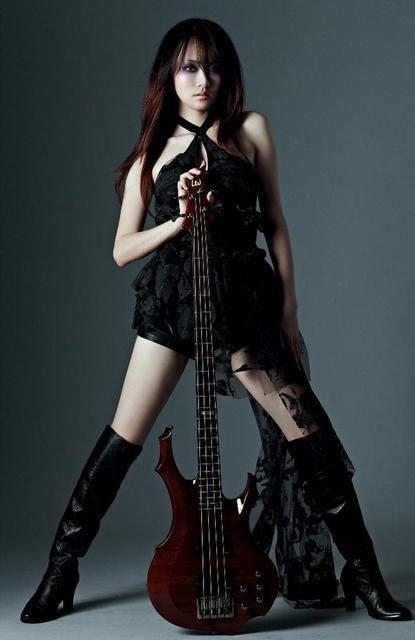 Dorris Yeh, bass player of Chthonic. MMMMMMMMM