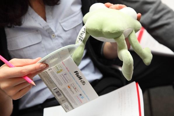 Los muñecos de Fluff incluyen un CD con instrucciones para sacarles partido.
