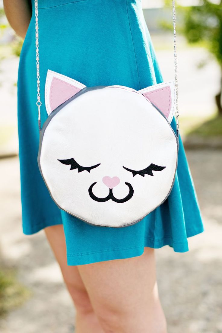 Me-ow! Leather Cat Purse DIY (click through for tutorial)