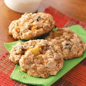 Thanksgiving Apple Oatmeal Cookies  #thanksgiving #food #foods #pie #pies #cake #cakes #holiday #holidays #dinner #snacks #dessert #desserts #turkey #turkeys #comfortfood #yum #diy #party #great #partyideas #family #familytime #gmichaelsalon #indianapolis #fun #unique #recipes www.gmichaelsalon.com #thanksgiving #lactiondegraces