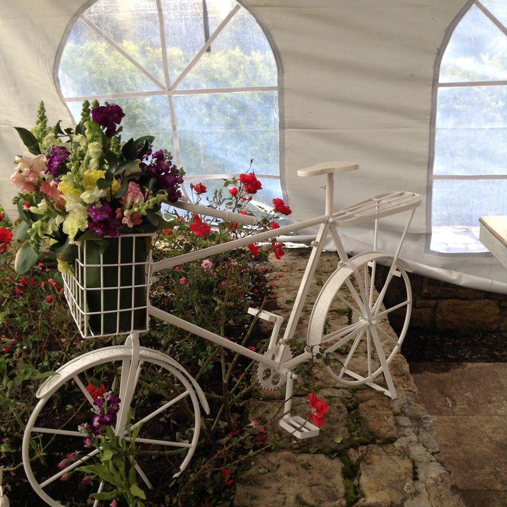bicicleta decorada con flores