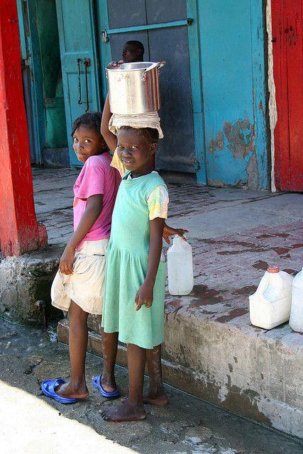 ˚Girls collecting water - Haiti