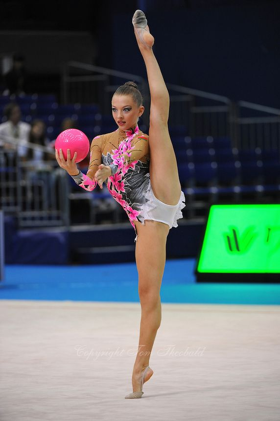 September 9, 2009; Mie, Japan; Melitina Staniouta of Belarus performs balance with