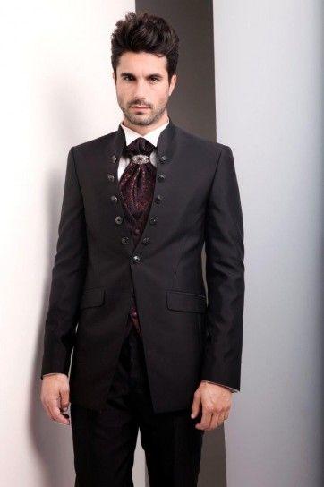 Abito sposo particolare,cravatta con  gioiello e bottoni a giro
