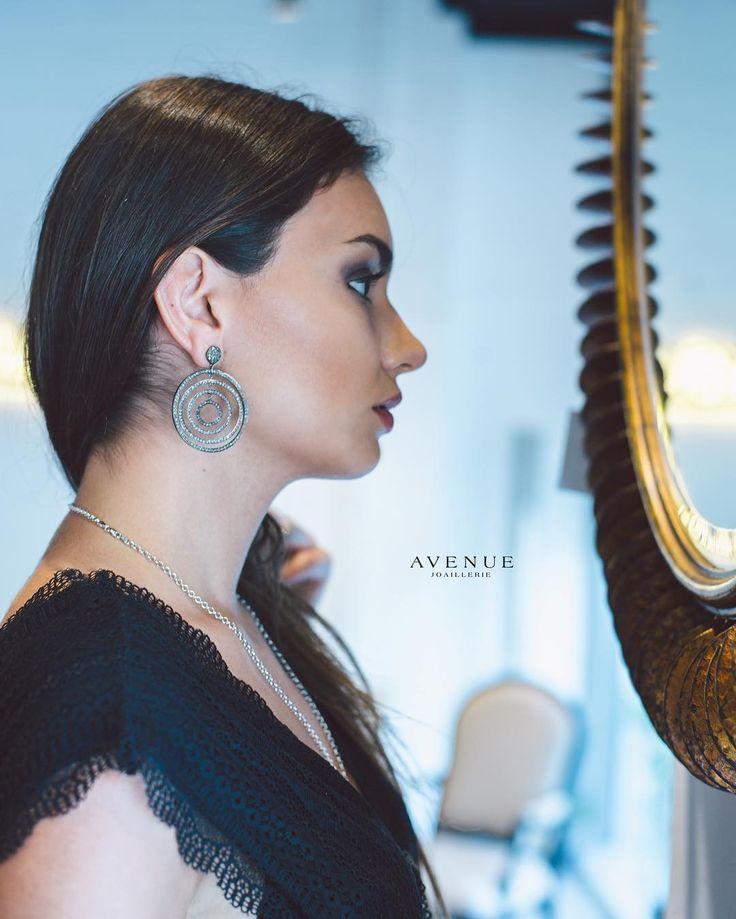 Стильные серебряные серьги - кольца от #Chicnoir состоящие из нескольких скрепленных вместе колец различного диаметра станут отличным приобретением и несомненно будут выглядеть очень модно и роскошно. Серьги покрыты черным родием и декорированы бриллиантами. Деталь замка серег примыкающая к лицевой стороне мочки уха изготовлена из золота.  #jewellery #earring #bracelet #pendant #necklace #gold #diamonds #beauty #women #avenuevsco #vscogood #vscobaku #vscocam #vscobaku #vscoazerbaijan…