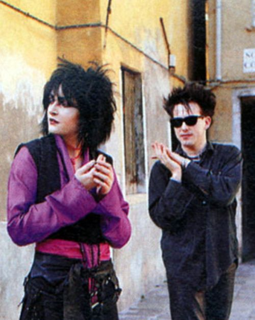 """nickdrake: """" siouxsie sioux & Robert smith """" OH LOOK IT'S VINCE NOIR AND HOWARD MOON AFTER SHOPPING AT TOPGOTH. ;)"""