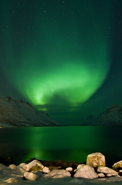 °Auroras, Nordlys by B_Olsen, Norway ….Stay cheap and comfortable on your stopover in Oslo: www.airbnb.com/rooms/1036219?guests=2&s=ja99 and https://www.airbnb.no/rooms/8852449