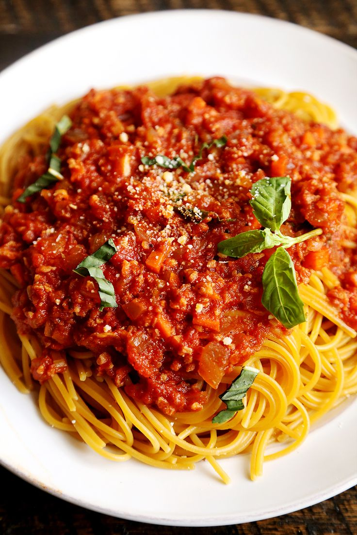 Vegan Spaghetti Bolognese (I ditched the soy crumbles in this recipe. It was…