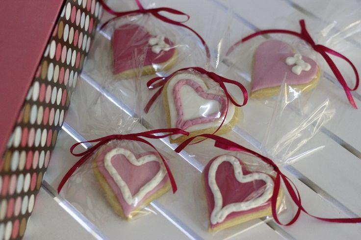 Sevgiliye kurabiyeler hem güzel bir hediye, hem hediyenizin yanına güzel bir jest olacak; hem de  gününüzün lezzetli geçmesine katkı sağlayacak... Sevgililer Günü hediyeleri, fikirleri; Valentines Day Gifts, Ideas